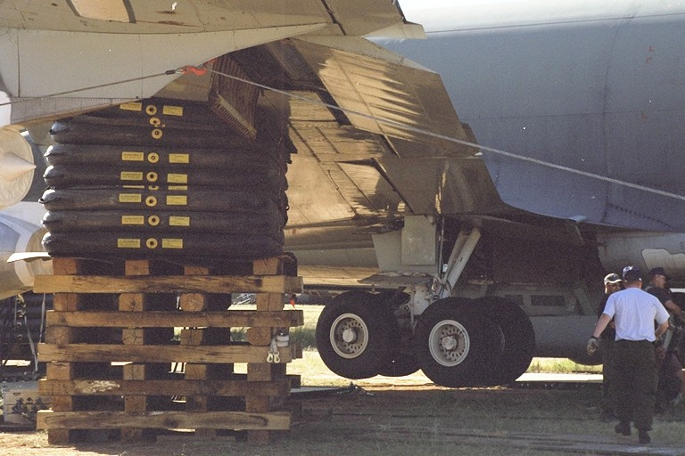 Photo of AGE Logistics 26 ton aircraft lifting bags in operation.